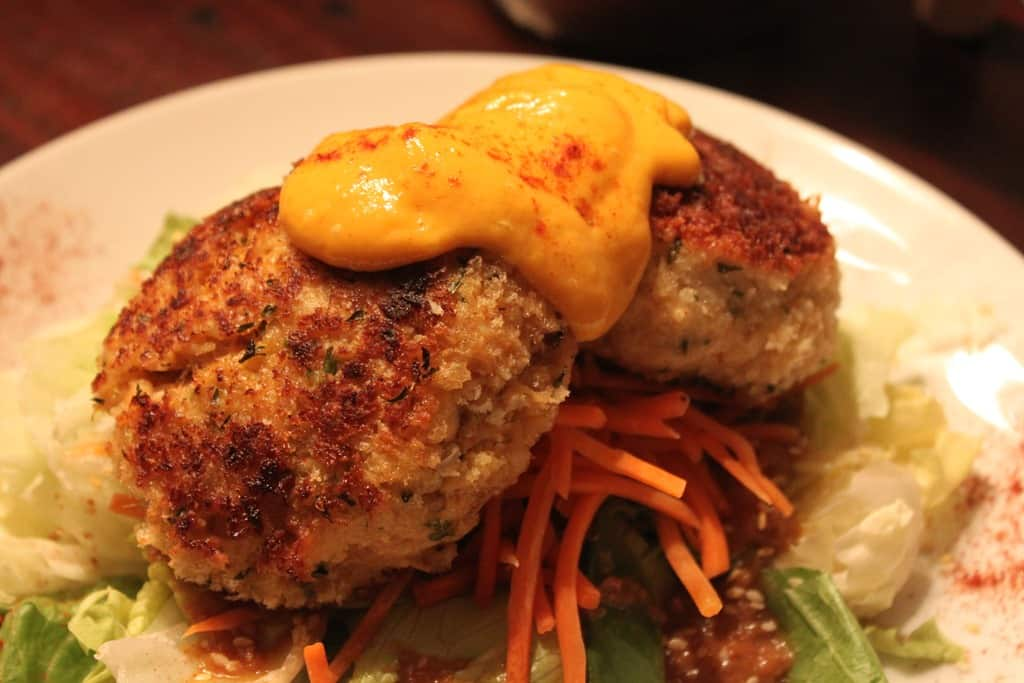 what is good with crab cakes