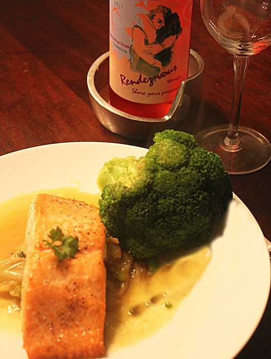 Salmon plated with Rendez-vous-r76